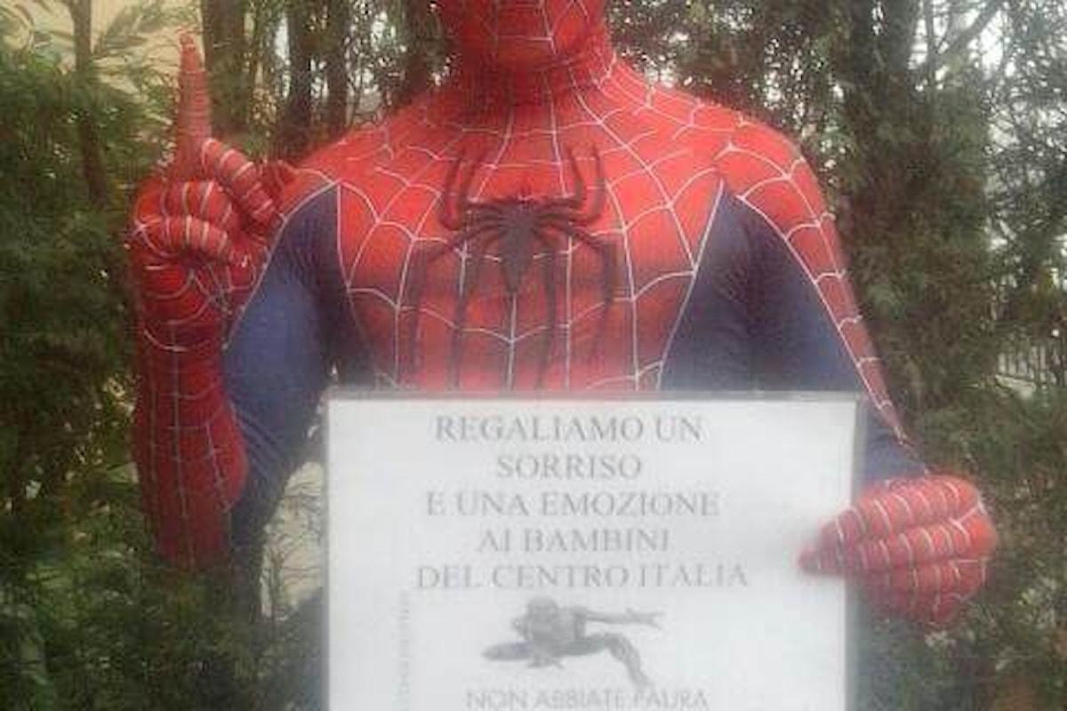 Spider-Man porta un sorriso ai bambini del Centro Italia