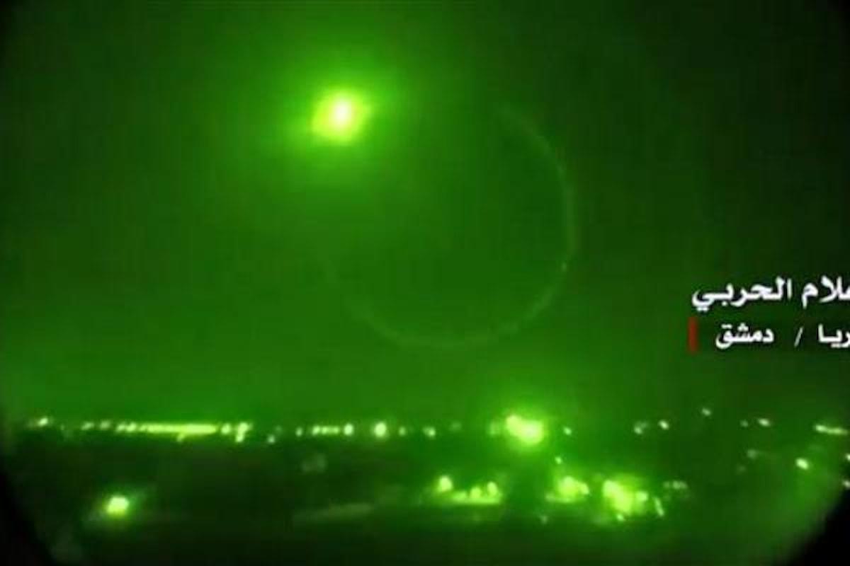 Giovedì, ennesimi attacchi missilistici su aeroporti e basi militari siriane