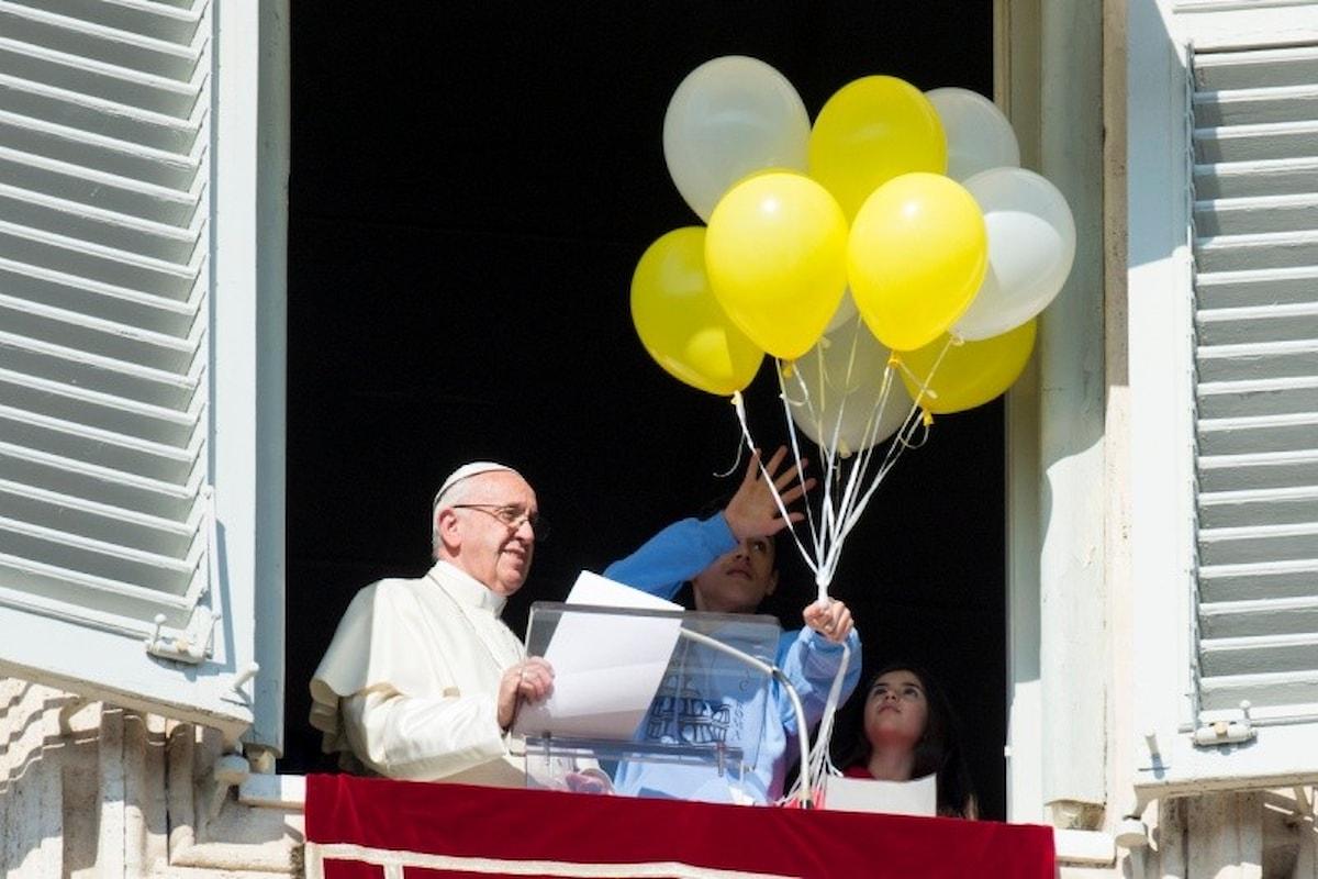 All'Angelus il Papa lancia un appello per l'Afghanistan ma tace sulla guerra ai curdi in Siria