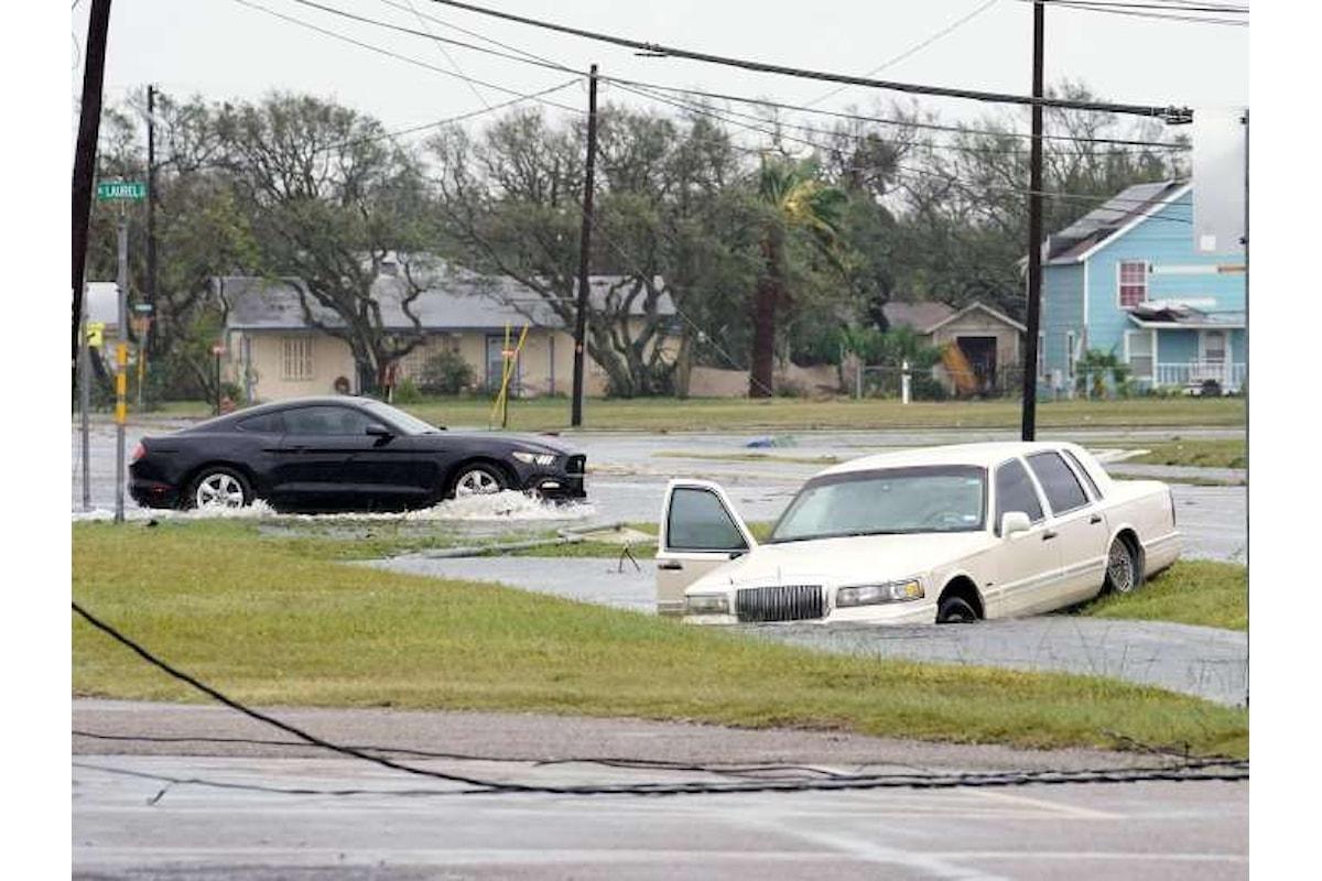 Trump in Texas sui luoghi del disatro causato dalla tempesta tropicale Harvey