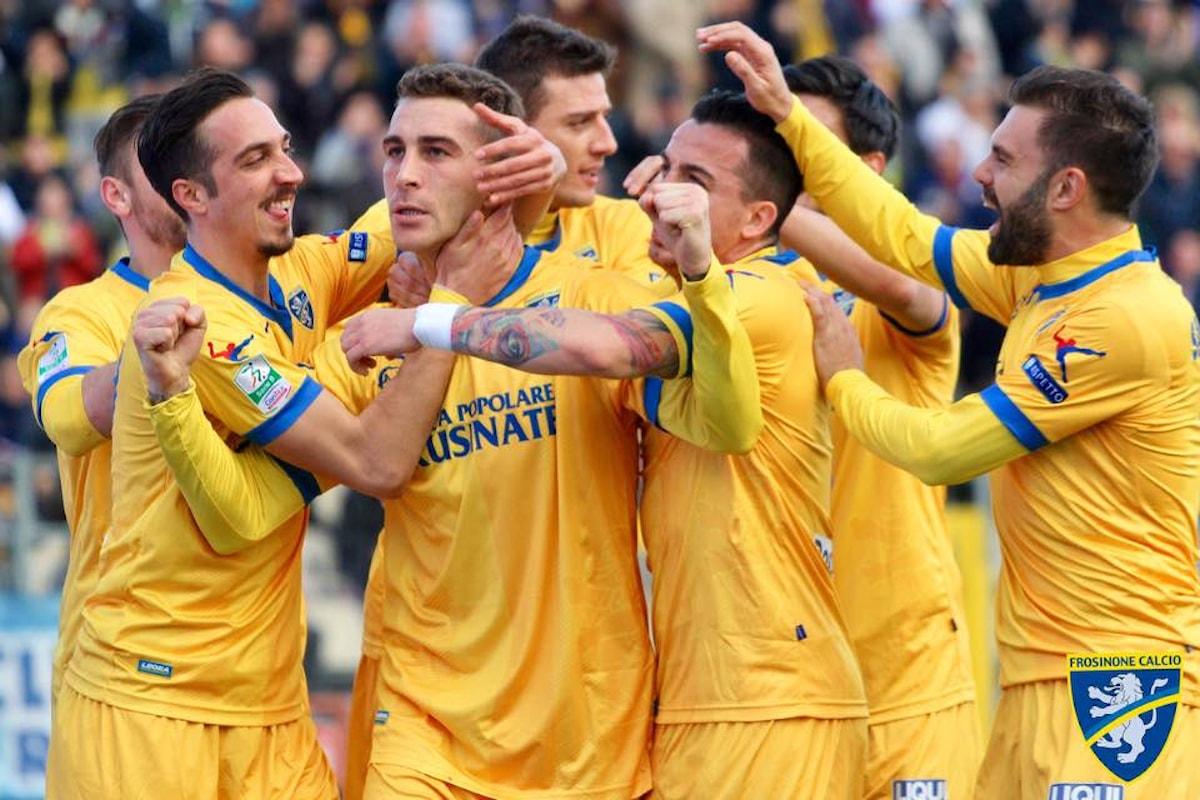 Il Frosinone supera il Verona braccato anche da Benevento e Spal