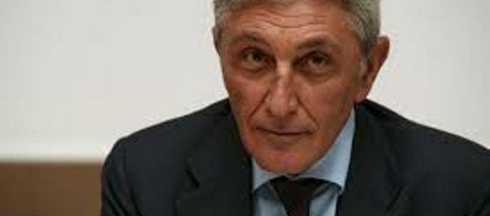 Colpo di scena a Napoli: Bassolino si candida a sindaco contro il PD