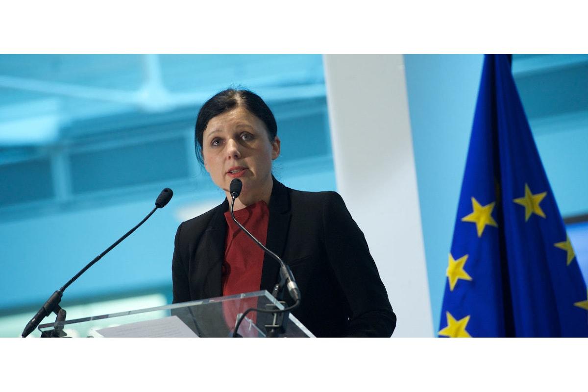 La Ue vara un codice etico per contrastare odio e razzismo online