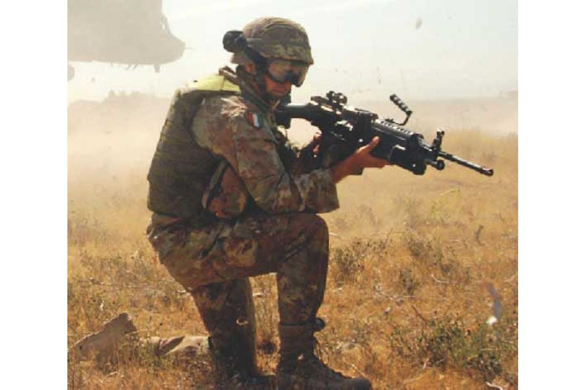 Bari, importante onorificenza a militari italiani durante passaggio consegne alla Pinerolo