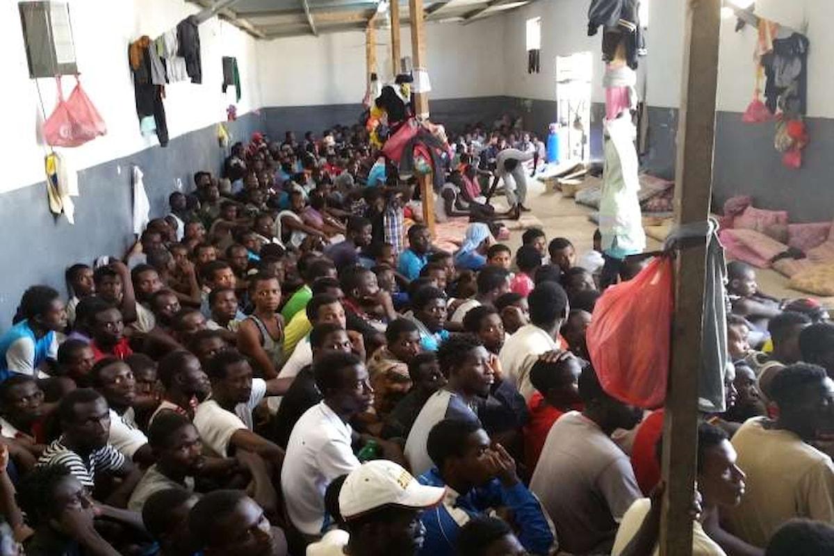 Tra Roma e Parigi si cerca il modo di intrappolare in Africa rifugiati e migranti economici