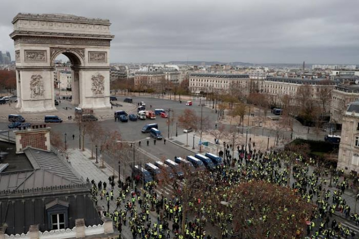 1000 arresti in Francia nella protesta dei gilet gialli dell'8 dicembre