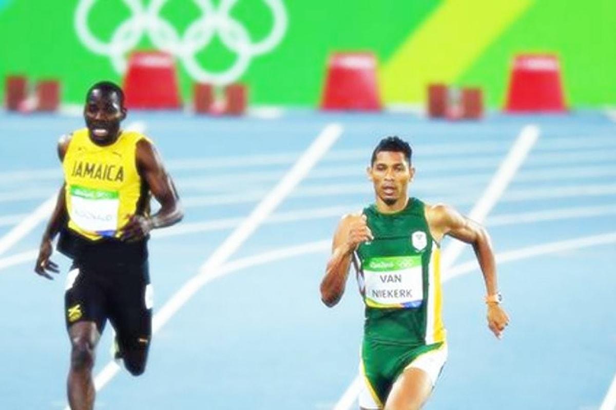 Rio 2016. Il sudafricano Wayde Van Niekerk vince nei 400 stabilendo il nuovo record del mondo