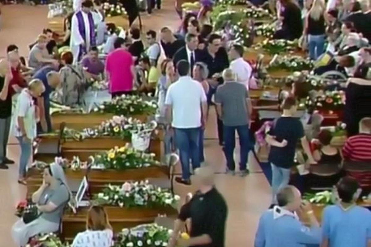 Celebrate ad Ascoli le prime esequie delle vittime del terremoto. L'omelia del vescovo D'Ercole