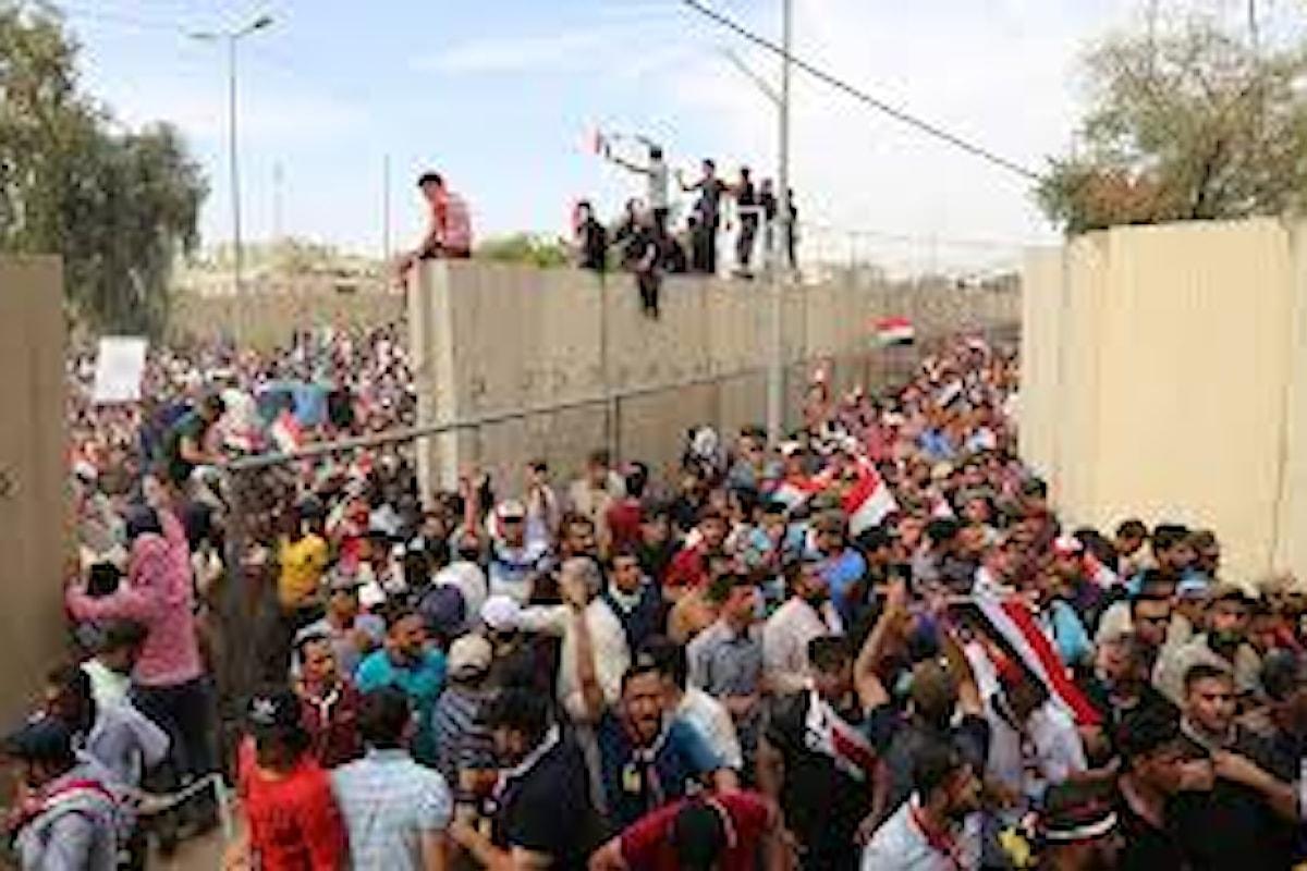 Stato di emergenza a Baghdad, dopo che manifestanti hanno occupato il parlamento