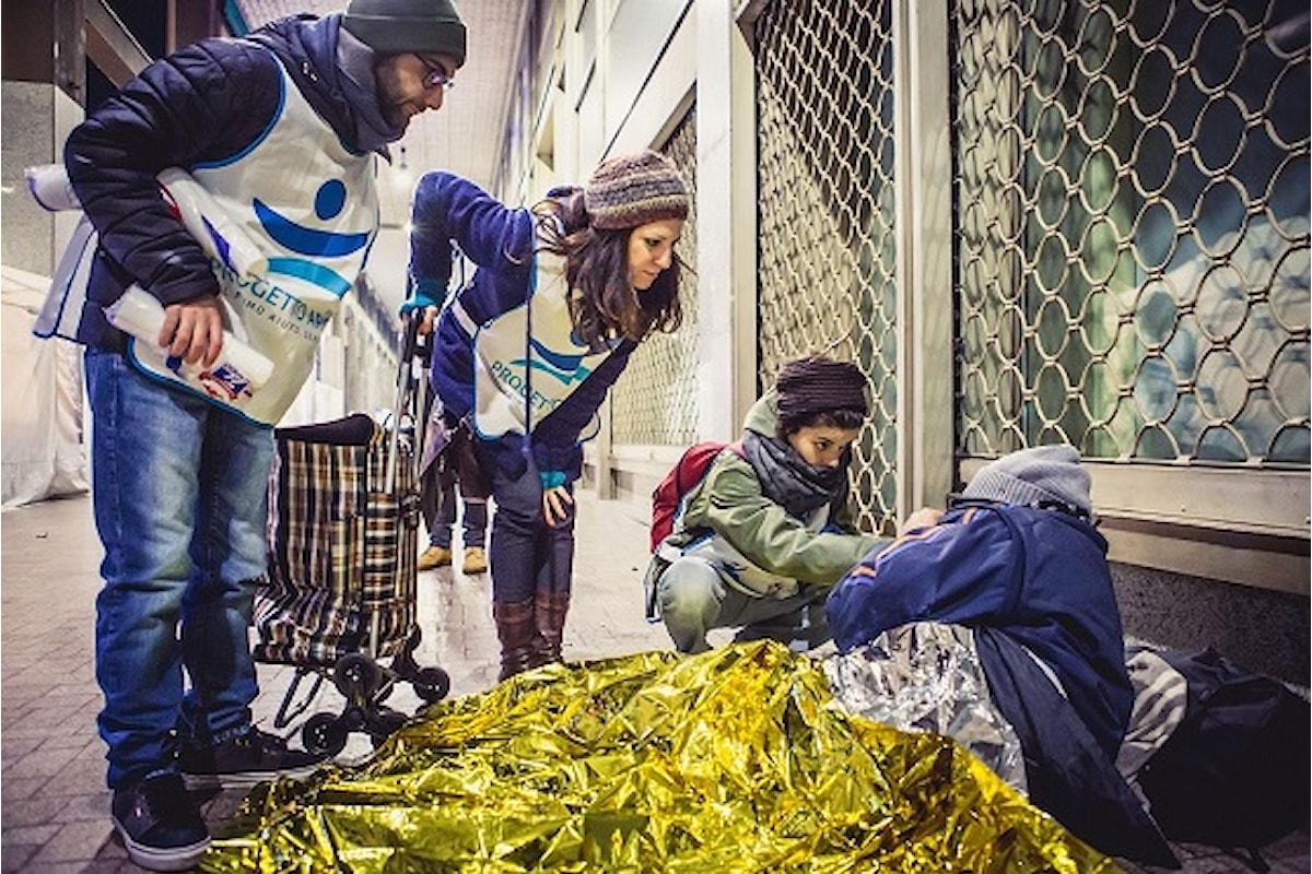"""Appello di Sinigallia ai milanesi: """"Servono coperte e abiti da uomo per aiutare i più fragili che dormono in strada"""""""