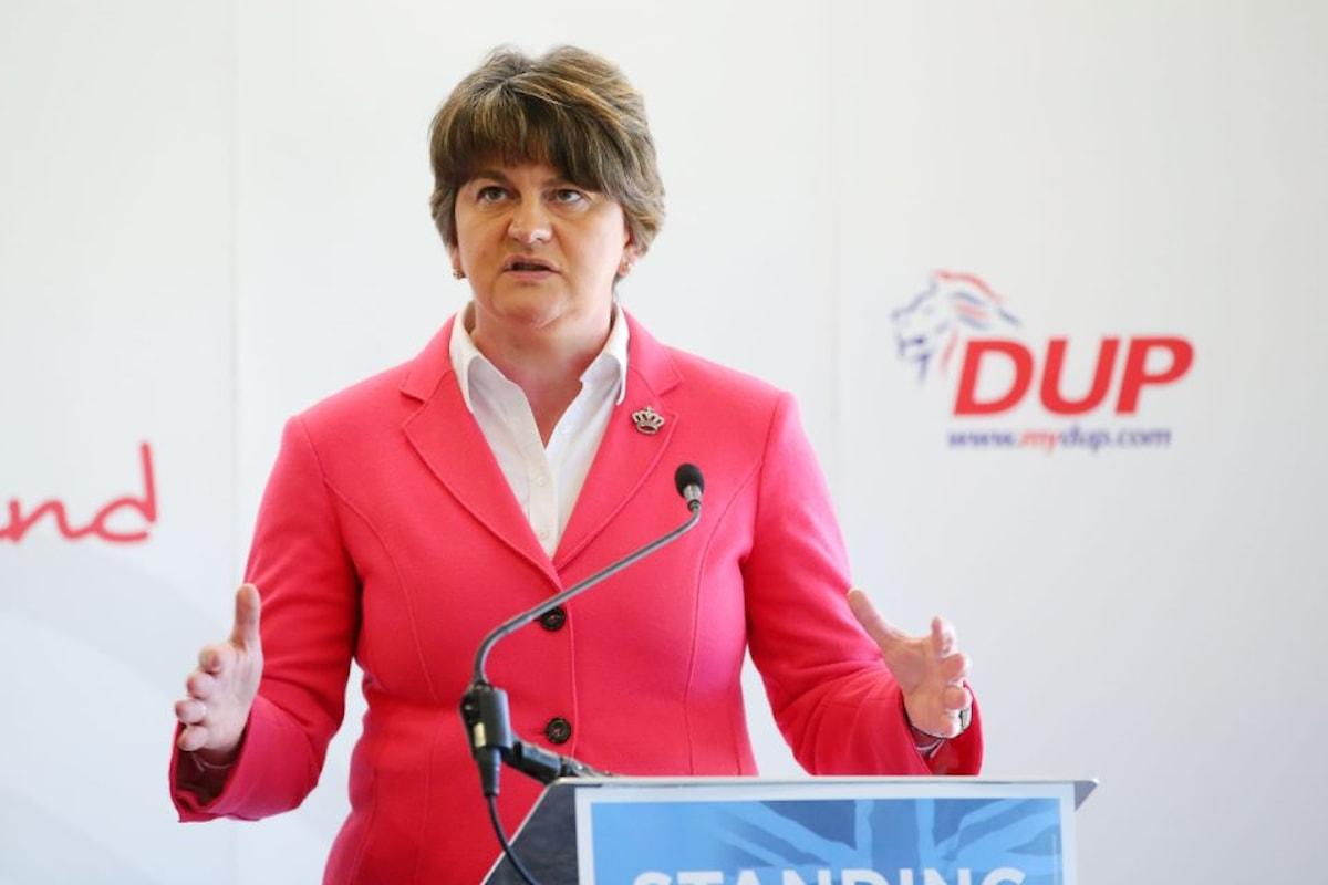 Il partito di estrema destra nordirlandese (DUP) lega UK ed UE a tempo indeterminato